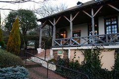 噴水の前の喫茶店