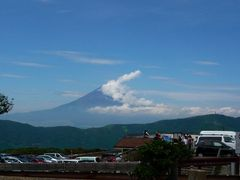 夏の富士山は黒い