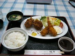 純平の2色メンチ+海老フライ定食