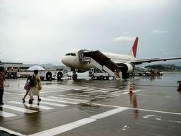 徒歩で搭乗機へ@福岡空港
