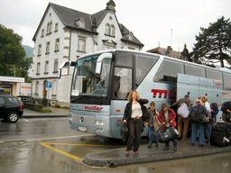 代行バスがスイスSt.Margrethen駅に到着