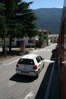 Tirano駅手前では道路の上を走る