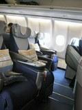 2mのフルフラットベットシート PrivateBed on Lufthansa