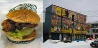 左:くじら味噌カツバーガー 右:ラッキーピエロ五稜郭公園店