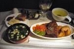 NZ99便の機内食(1食目) 手ブレスマソ