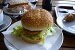 ファームヤードチキン&チーズバーガー