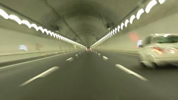 新名神高速道路鈴鹿トンネル