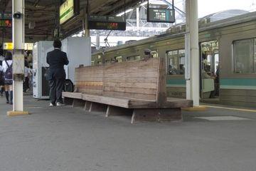 茅ヶ崎駅のベンチの写真